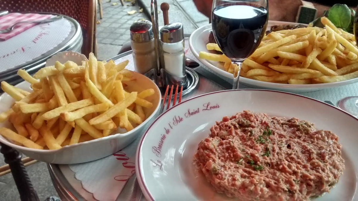 steak tartare et frites - brasserie de l'île Saint Louis - Paris