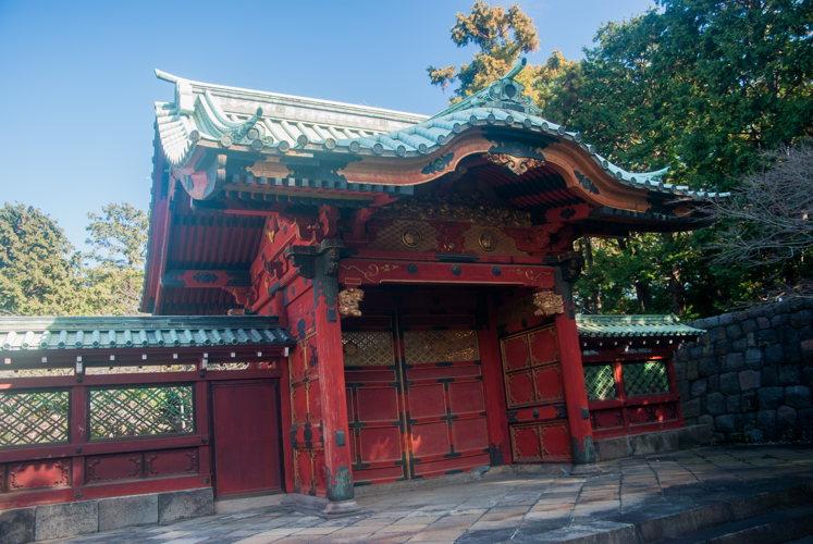 Les portes toujours autant travaillées et sculptées à Tokyo au Japon