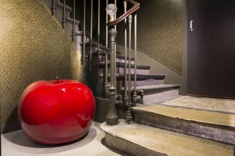 Pomme rouge à l'hôtel Eden à Paris