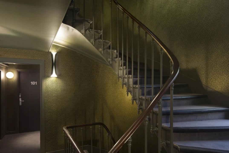 La cage à escalier à l'hôtel Eden à Paris