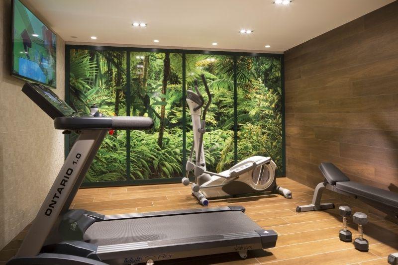 La salle de fitness à l'hôtel Eden à Paris