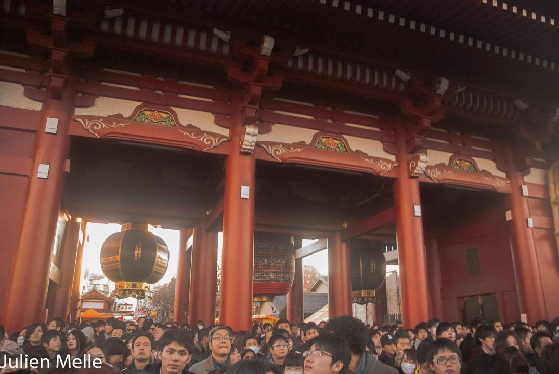Une foule chaque début d'année à l'entrée de ce temple à Tokyo