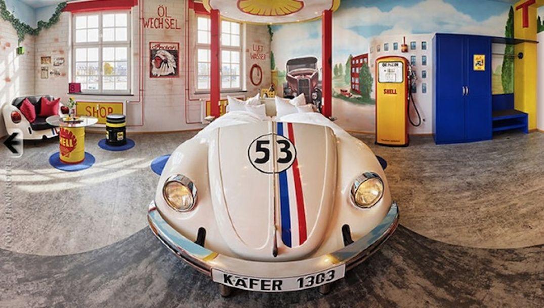 Un lit deux pièces dans une voiture au V8 Hôtel à Stuttgart