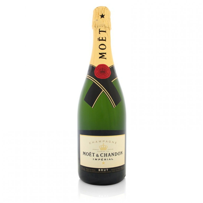 Pas de fêtes d'année sans une coupe de champagne n'importe où qu'on soit dans le monde. Le champagne Moet et Chandon saura se faire apprécier à ces occasions. Les bulles de l'ivresse...Prix : envi