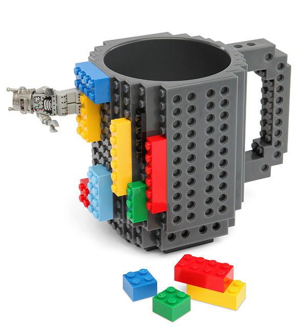 Avis aux amoureux de Légo avec ce mug parfaitement créatifs pour tous ceux qui ont joué avec les Légos. Avis aux Prix : $19.99 sur ThinkGeek
