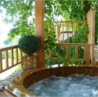 Dans un spa dans les arbres en Aveyron