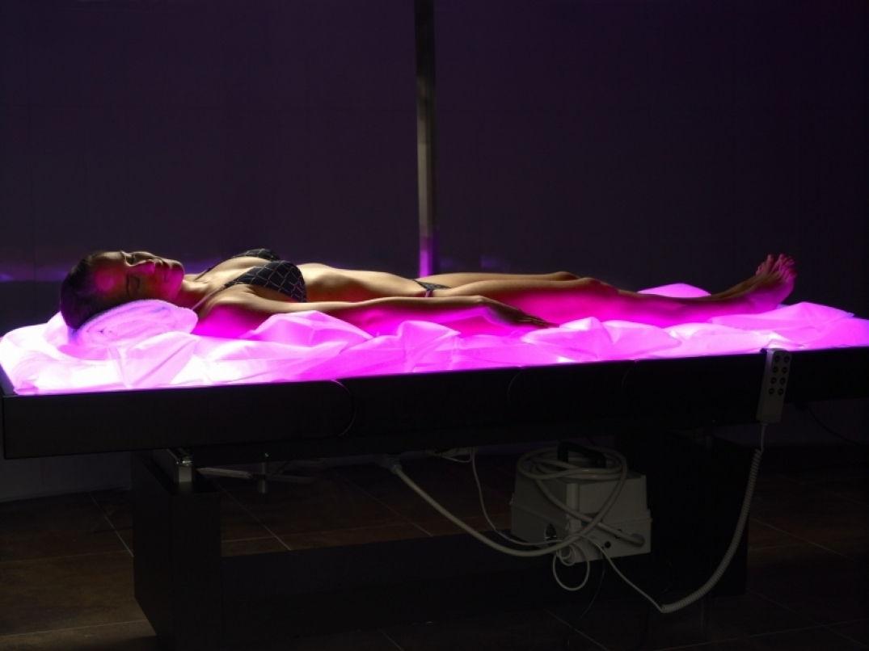 Lit de massage chauffant et lumineux à Inuu en Andorre