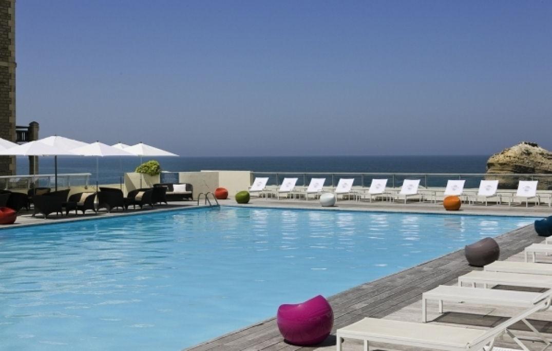 A la piscine du Miramar à Biarritz