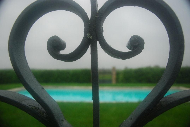 La piscine du Château de Baudry en Dordogne
