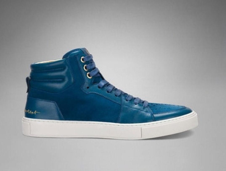 Version bleue électrique pour les sneakers YSL