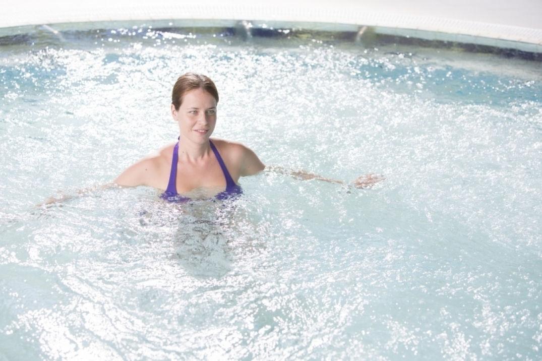 Bain à remous à la cure thermale à Moligt les bains