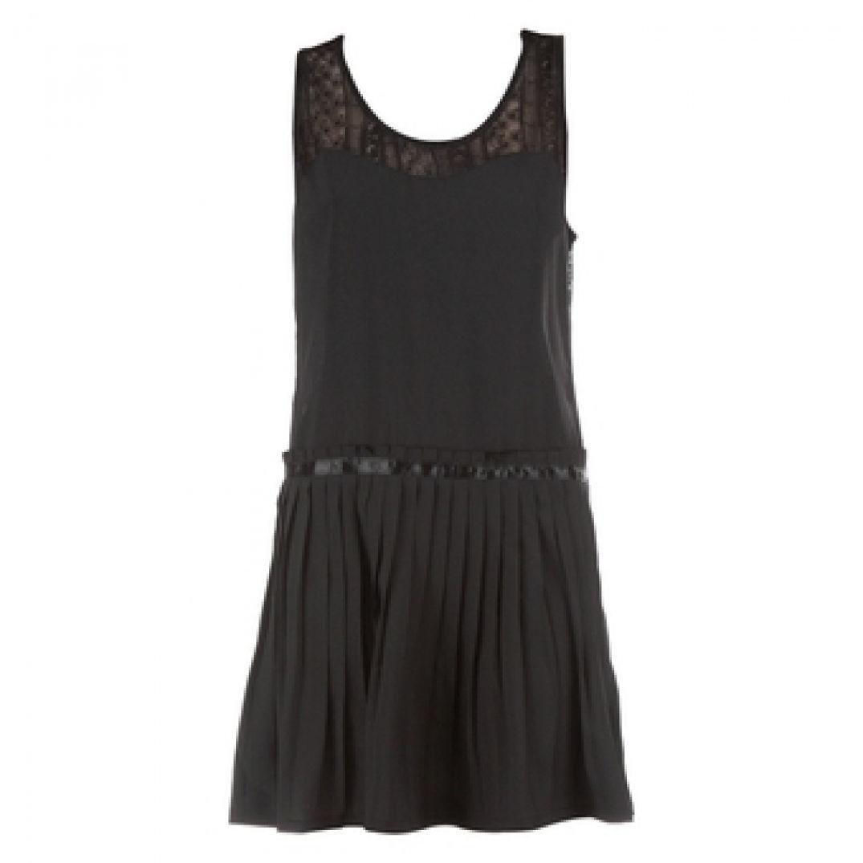 Voyagez stylées avec un Fashion hit : la robe taille basse 01