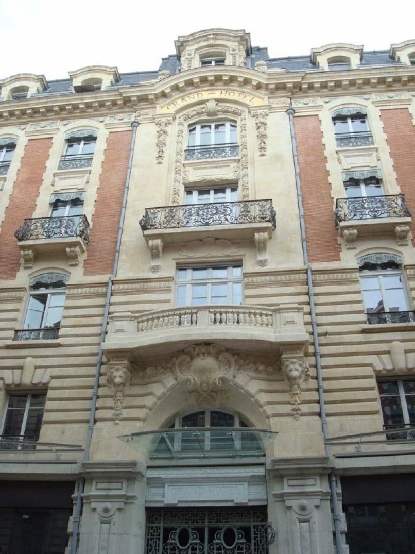 La façade de l'hôtel le Capoul à Toulouse
