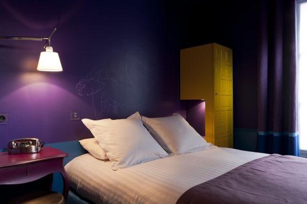 Tête de lit dans ma chambre à l'hôtel le Crayon à Paris.
