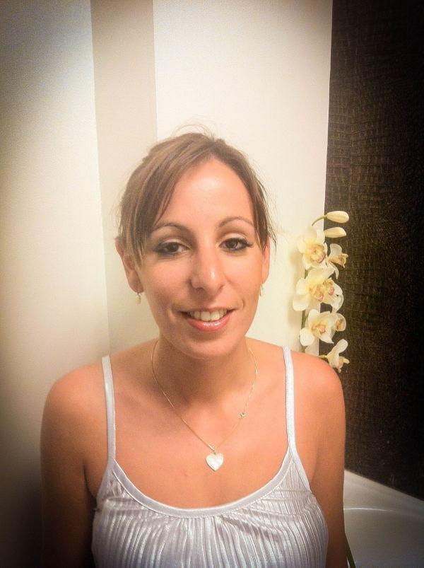 Julie, 26 ans , Toulouse, spécialiste de soins visage.