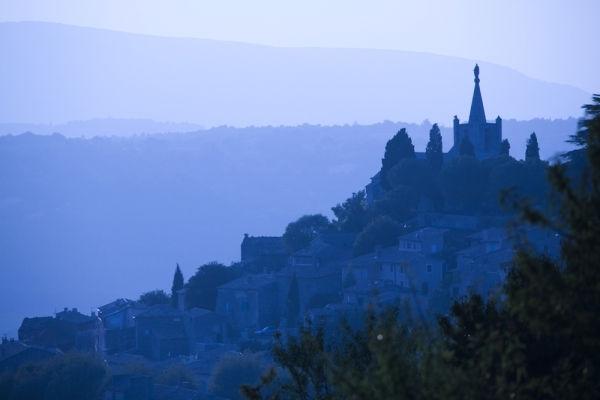 Les villages du Lubéron entre ombre et lumière
