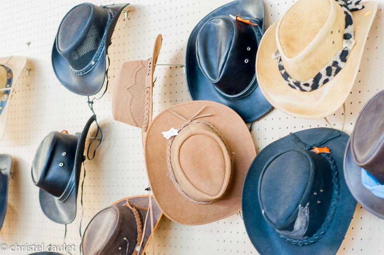 Des chapeaux de cow-boys au ranch Bauers