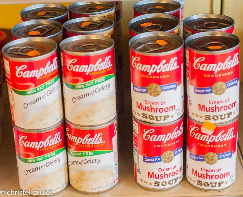 Dans une boutique des boites Campbells