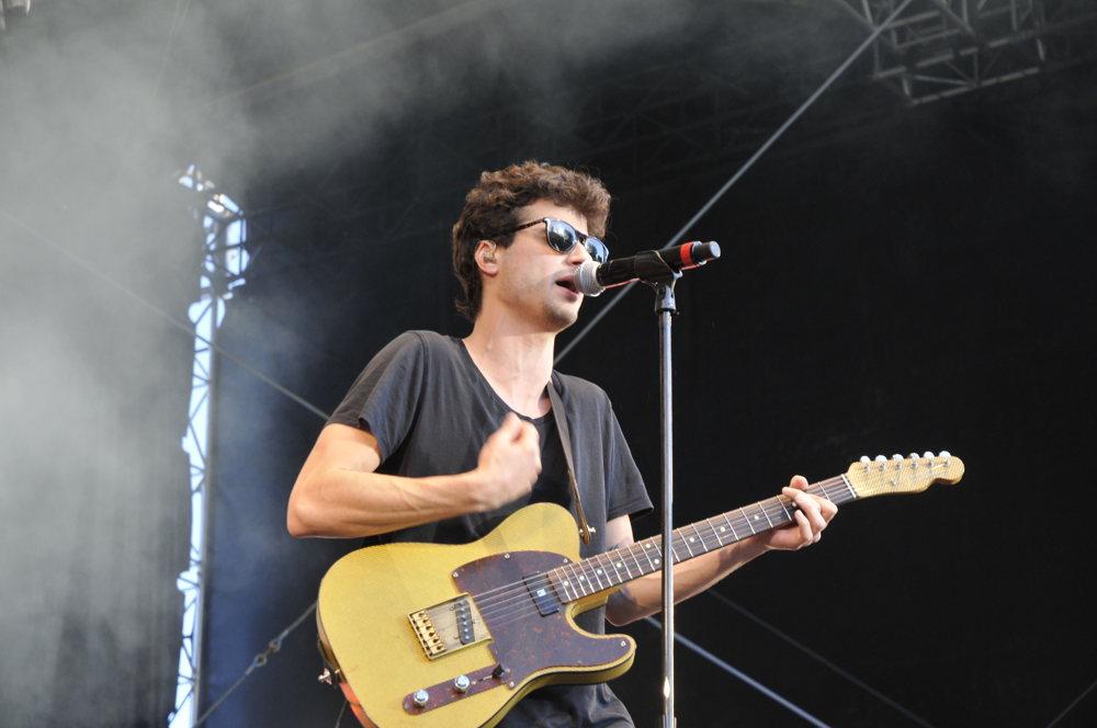 Le chanteur des BB Brunes à Pause Guitare