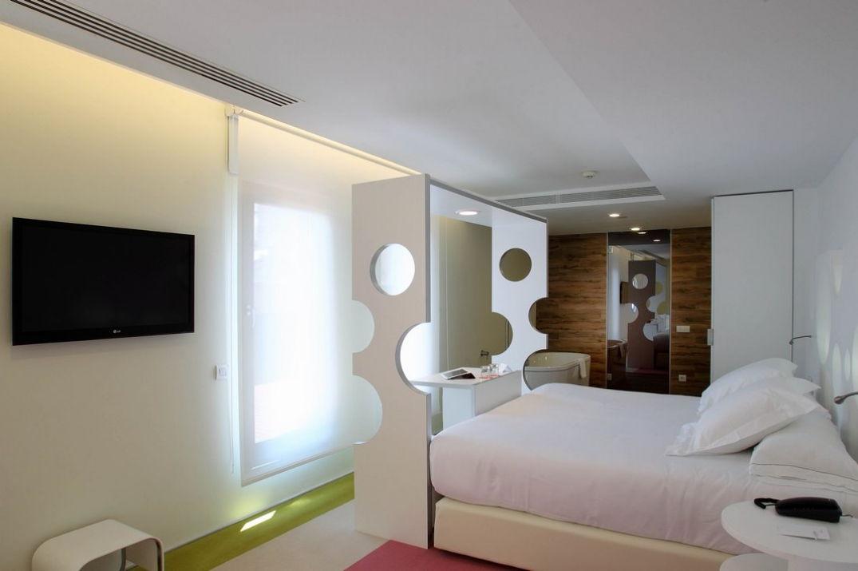 Ambiance dans la chambre de l'hôtel Room Mate Pau à Barcelone