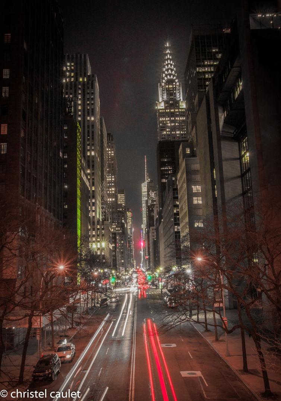 skyline de New-York - entre les véhicules et les buildings