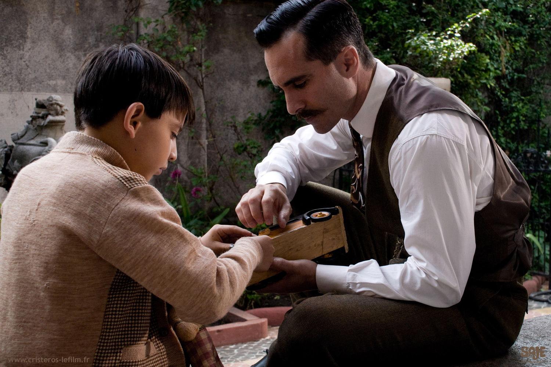 Père et fils dans le film Cristéros
