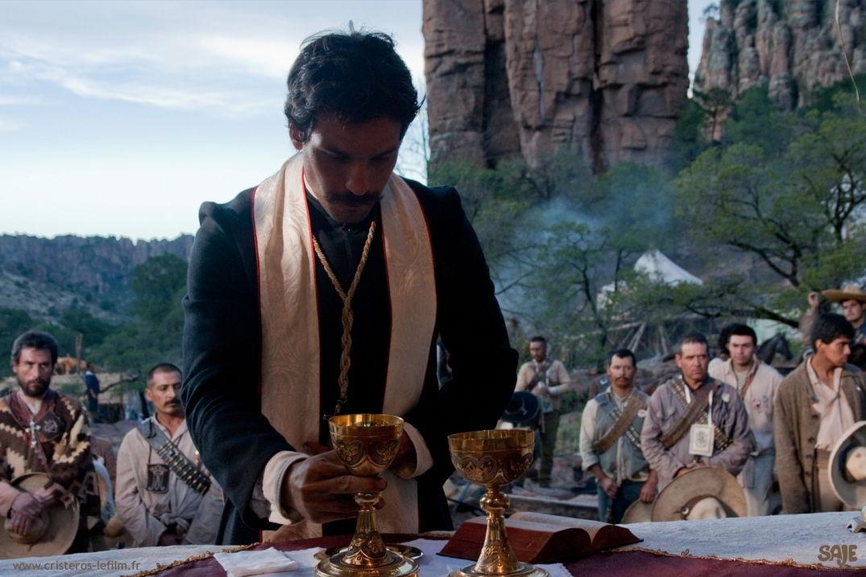 Scène de prêche dans le film Cristéros