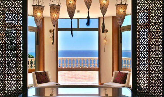A l'intérieur de l'Hôtel Tiara Yaktsa à Cannes
