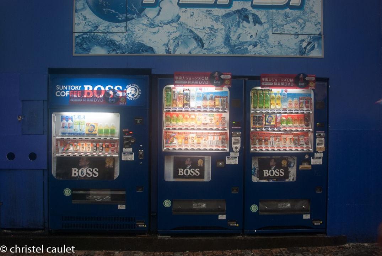 Des distributeurs de boissons à Shibuya à Tokyo