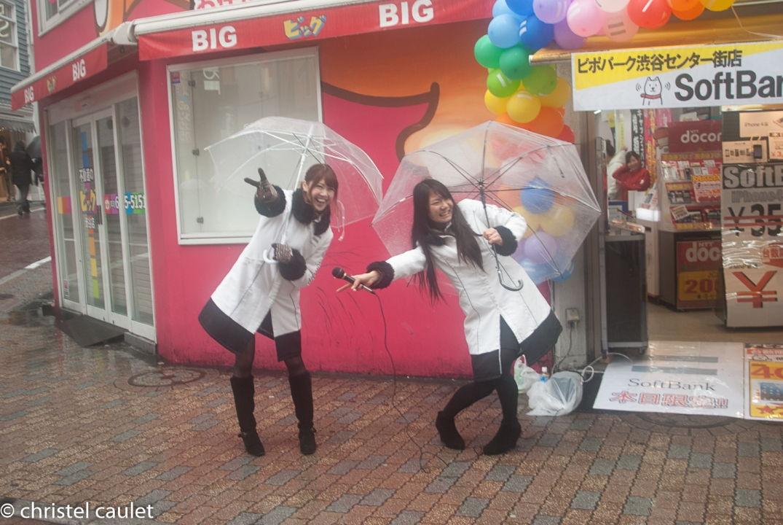 Devant une boutique à Shibuya à Tokyo