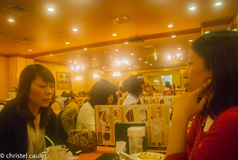 Au restaurant à Shibuya à Tokyo