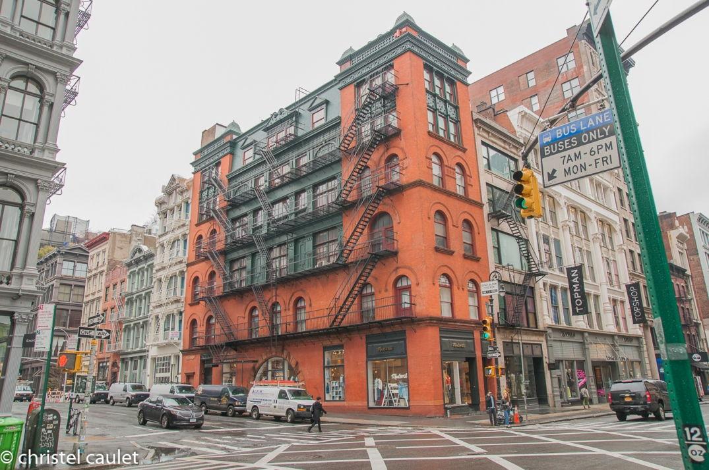 Dans Greenwish, A New York, les buildings avec leurs escaliers donnent envie d'y grimper !