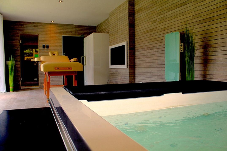 Dans le spa à Oenovilla à Bordeaux