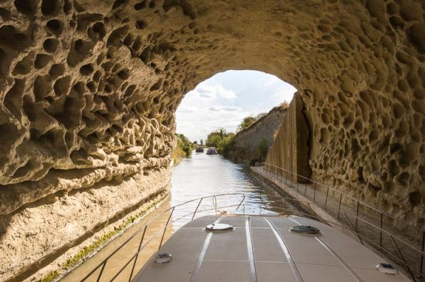 Voguer sur le Canal du Midi en voyageant stylées 03