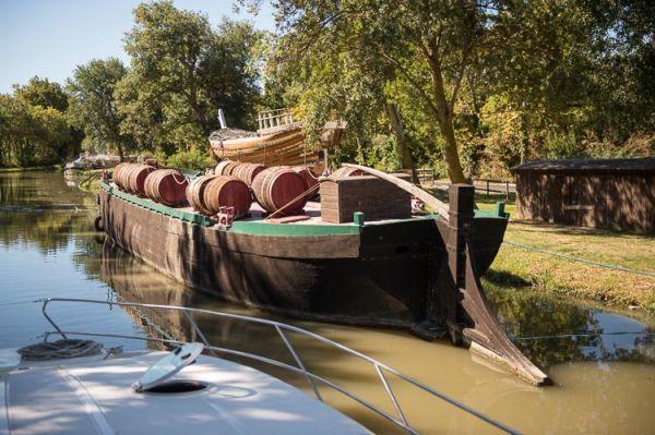 Croiser d'autres péniches et bateaux sur le Canal du Midi