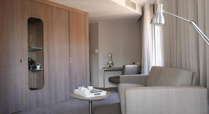 Dans un salon d'une suite présidentielle au Grand Balcon Hôtel à Toulouse