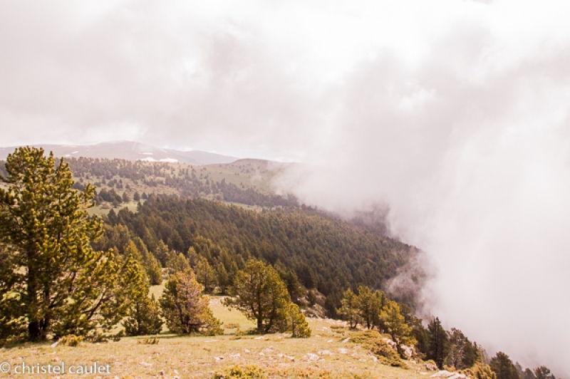Des paysages magnifiques depuis les sommets enneigés pyrénéens en Andorre