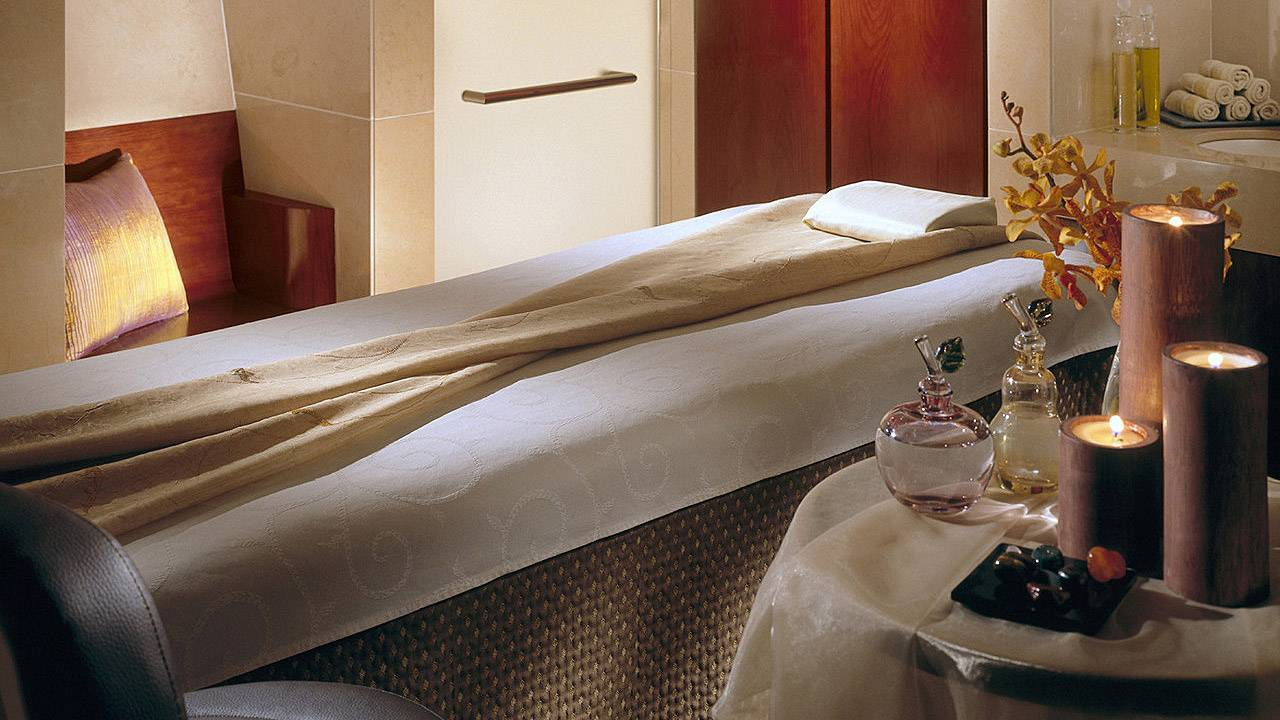 En cabine pour un massage au spa du Four Seasons Ritz à Lisbonne