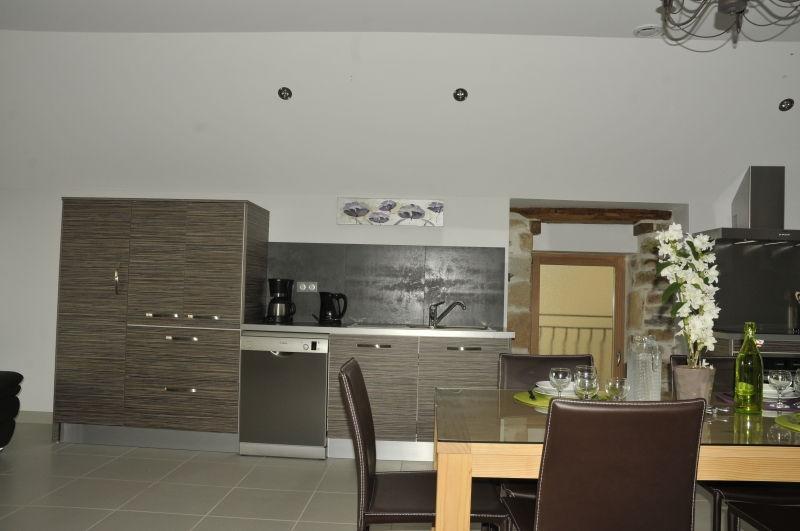 Dans la cuisine équipée du gite de la Tissanderie en Aveyron