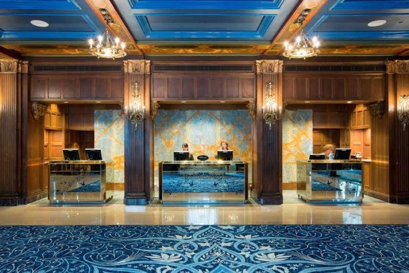 Dans le lobby de l'hôtel Fairmont le Château Frontenac à Québec