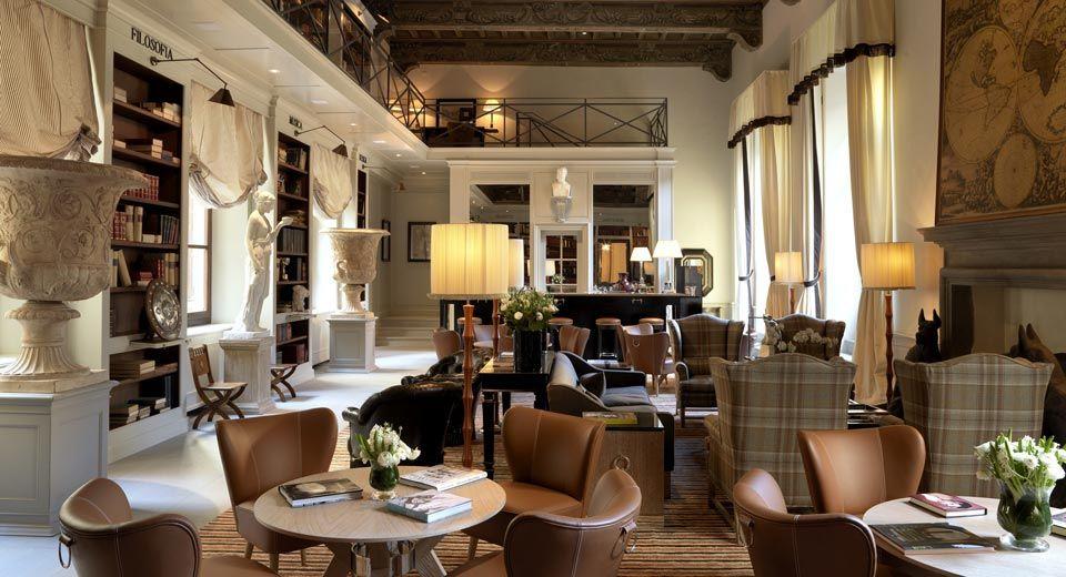 Les salons du Palazzo Tornabuoni dans Florence