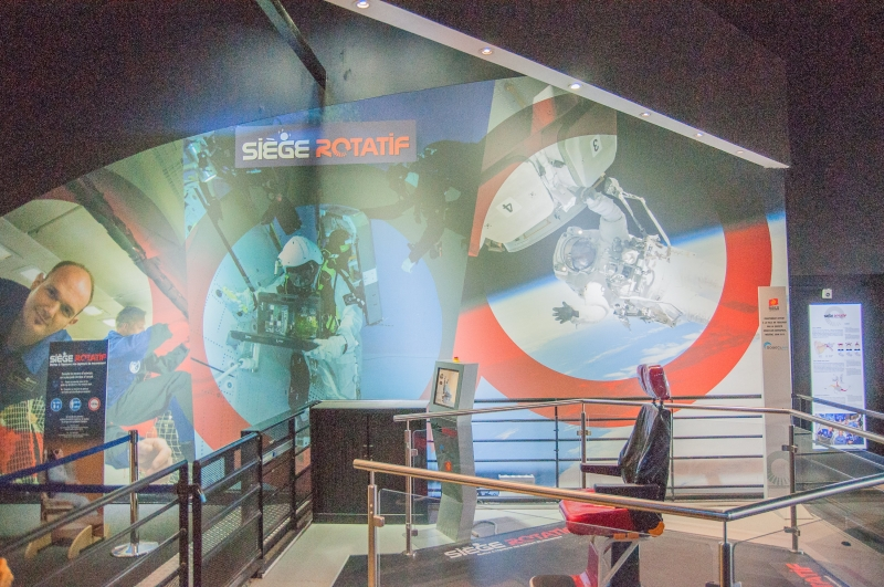 Un siège rotatif à tester à la nouvelle exposition à la Cité de l'Espace