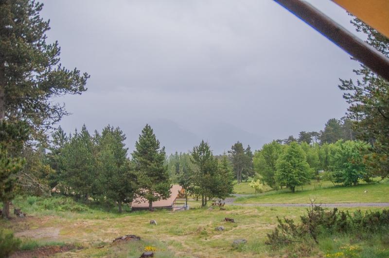 Dans le parc verdoyant d'Huttopia