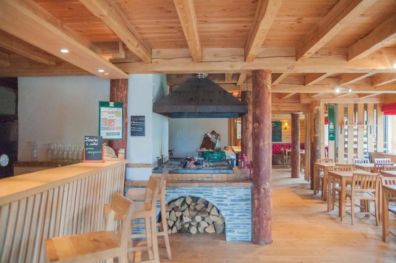 Au restaurant Huttopia