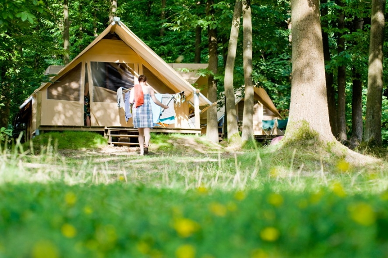 Découvrir la vie sous tente Huttopia