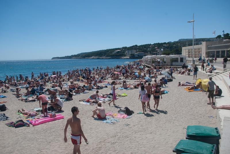 Sur les plages à côté des Calanques de Marseille