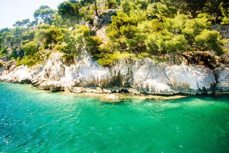 Eaux cristallines et turquoises dans les Calanques de Marseille