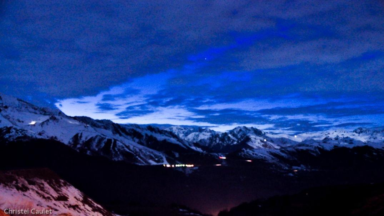 Vue sur les Pyrénées de nuit au Cabanou à Peyragude
