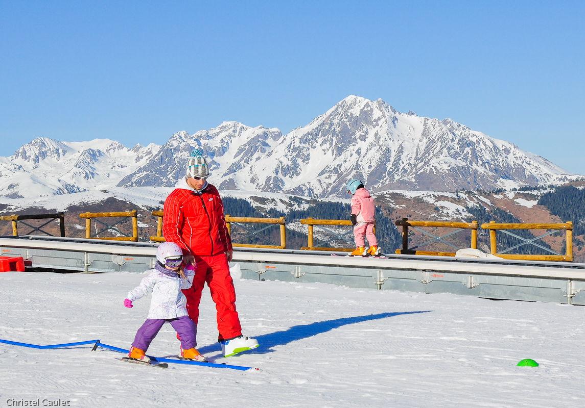 Faire ses premiers pas sur des skis à Peyragude