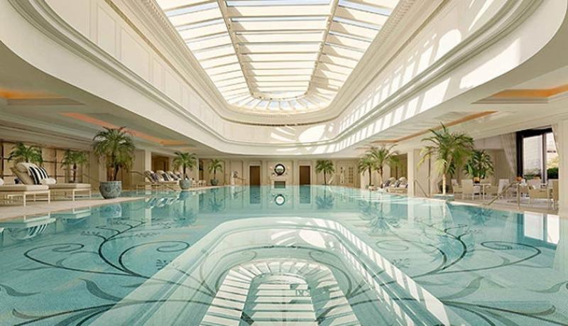 La belle piscine du Péninsula